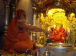 swamiji at sidhi vinayak temple 708054