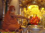 swamiji at sidhi vinayak temple